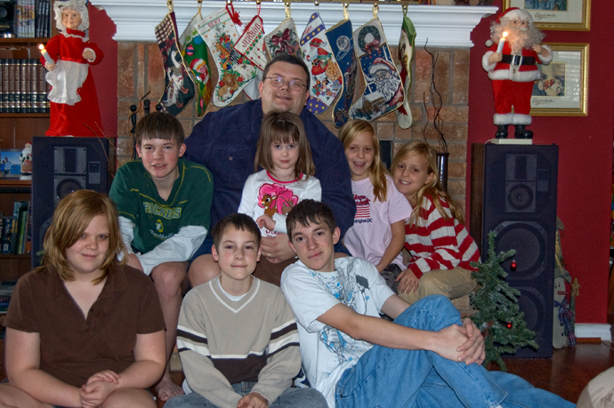 Dad n kids Christmas 2008